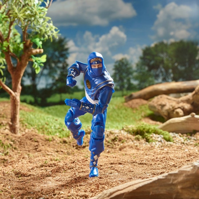 Power-Rangers-Lightning-Collection-Mighty-Morphin-Ninja-Blue-Ranger-05