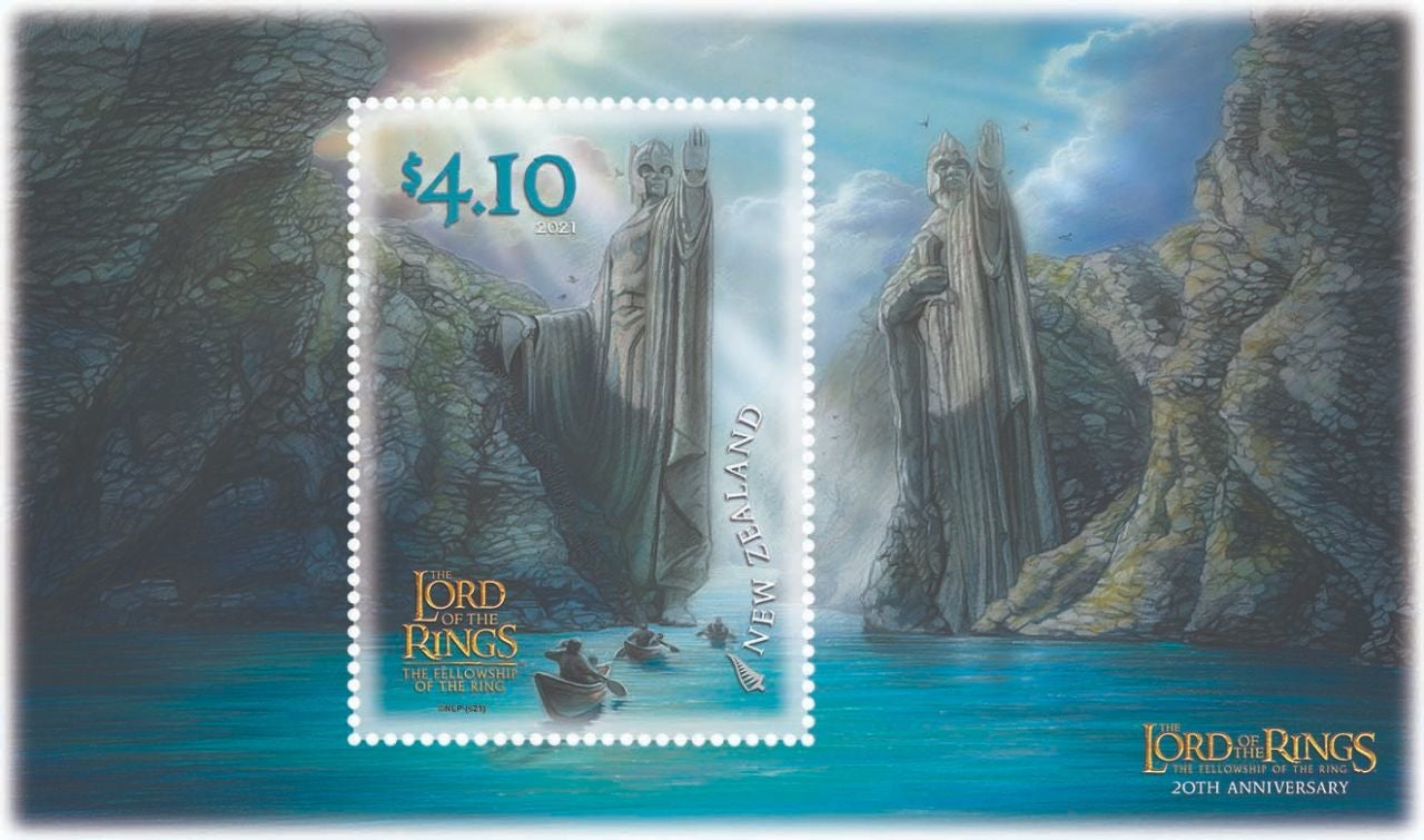 Lord-of-the-Rings-stamps-the-Fellowship-canoeing-through-the-Gates-of-Argonath