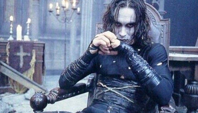 brandon-lee-throne-the-crow