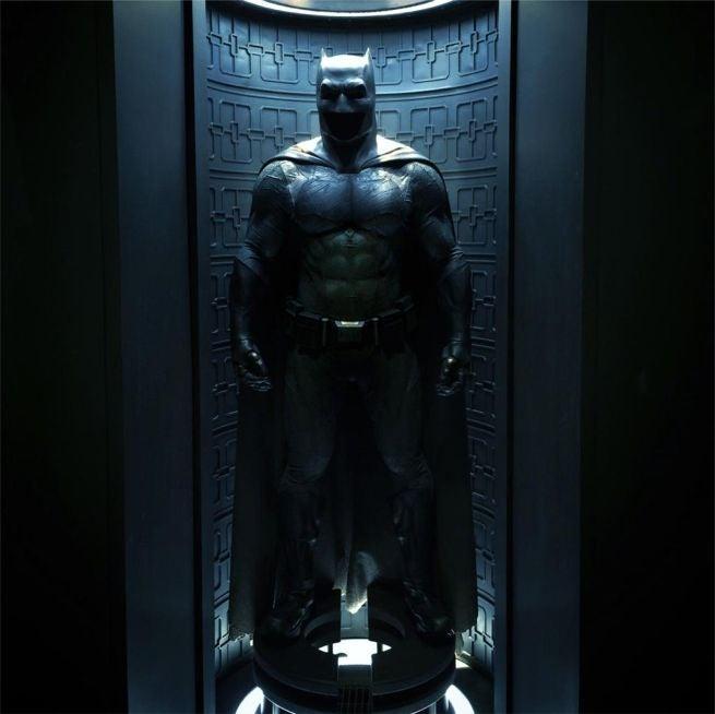 http://media.comicbook.com/uploads1/2015/04/batman-costume-132591.jpg