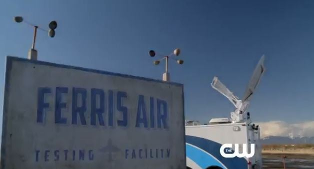 flash-ferris-air-the-flash-extended-trailer-reveals-green-lantern-will-be-part-of-the-flash-and-arrow