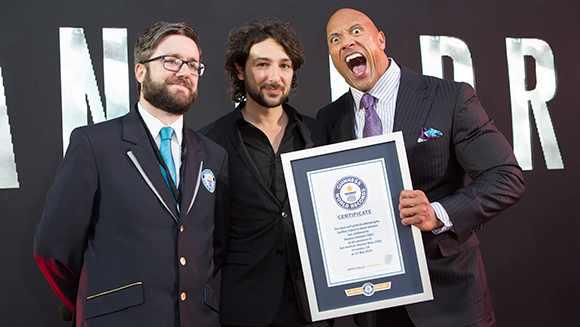 SanAndreas-Dwayne-Johnson-TheRock-selfies-record-headline tcm25-379466