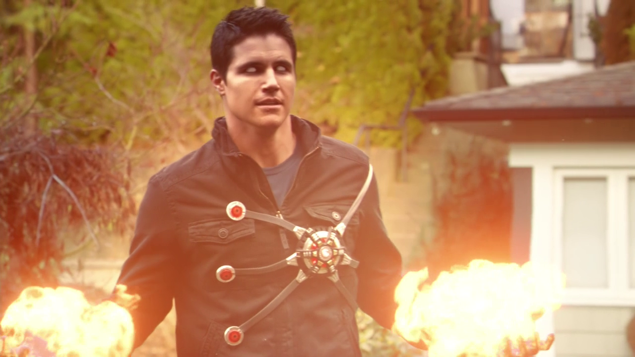 Robbie Amell Reveals New Firestorm Power Will Be Introduced