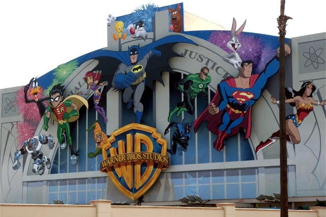 Warner-bros-studios-cartoon-wall-mural
