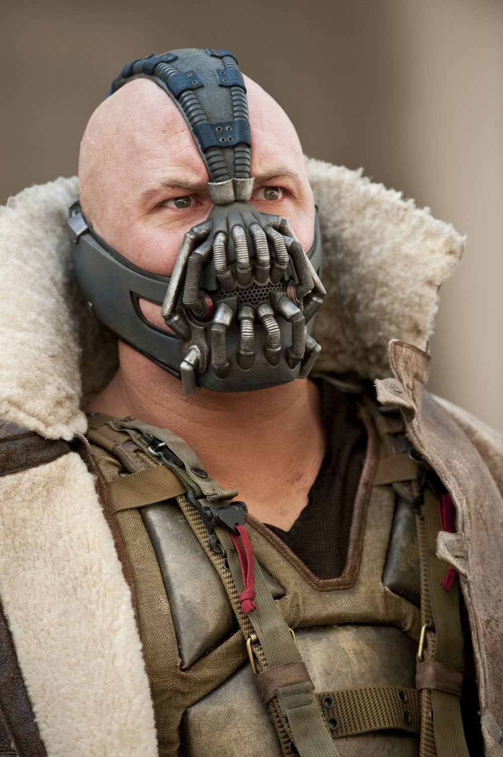 exclusive-image-of-tom-hardy-as-bane-in-the-dark-knight-rises-102438-00-1000-100