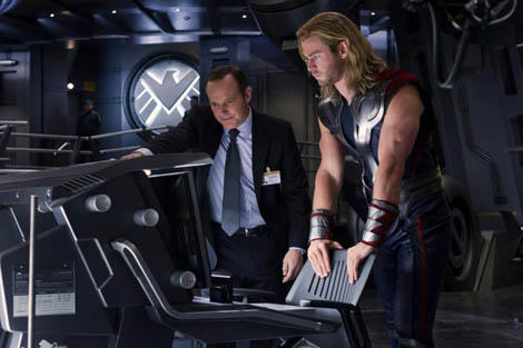 new-avengers-image-featuring-thor-and-agent-coulson-80387-00-470-75