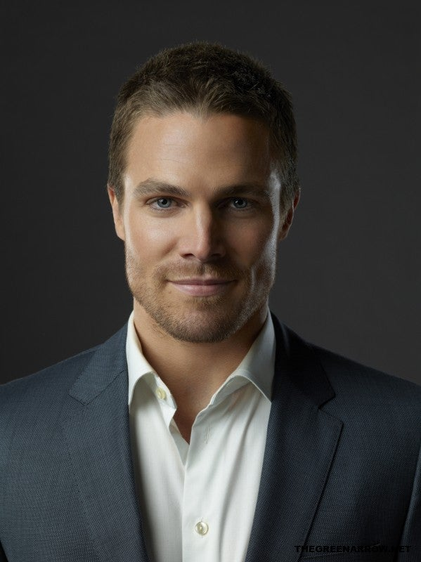 Arrow-Season-1-Cast-Promotional-Stephen-Amell-Oliver-Queen-2