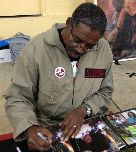Ernie Hudson signing comic book