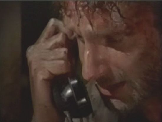 the-walking-dead-rick-phone