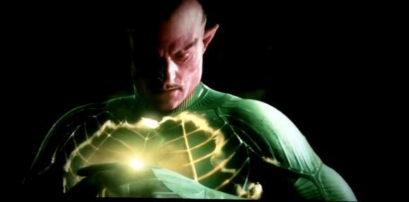 Sinestro_Turns_into_a_Yellow_Lantern