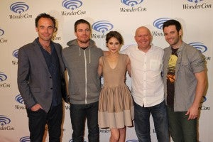 Team ARROW at WonderCon in Anaheim on Sunday, March 31, from left to right: series stars Paul Blackthorne, Stephen Amell and Willa Holland, executive producer Marc Guggenheim and series star Colin Donnell. ARROW airs Wednesdays at 8/7c on The CW.. (©2013 Warner Bros. Entertainment, Inc. All Rights Reserved.)