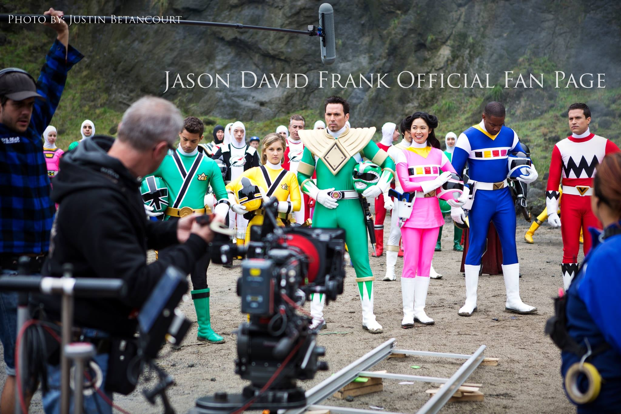 Power Rangers Megaforce Set Photos Reveal Returning Cast
