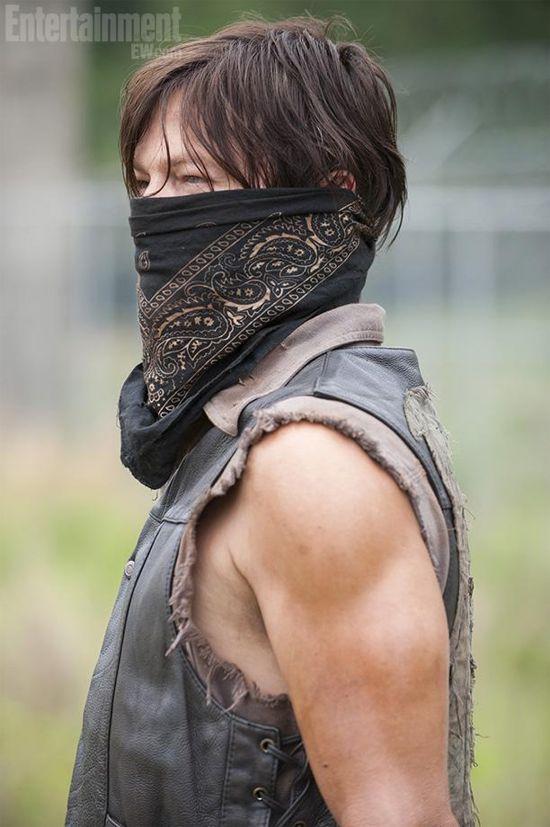 The Walking Dead Season 4 Daryl wearing mask