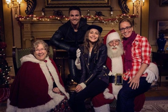 Queen-Family-Christmas-Stephen-Amell