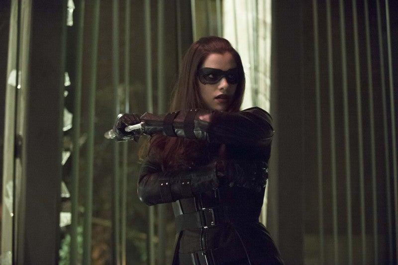 Arrow-Birds-of-Prey-Huntress-2