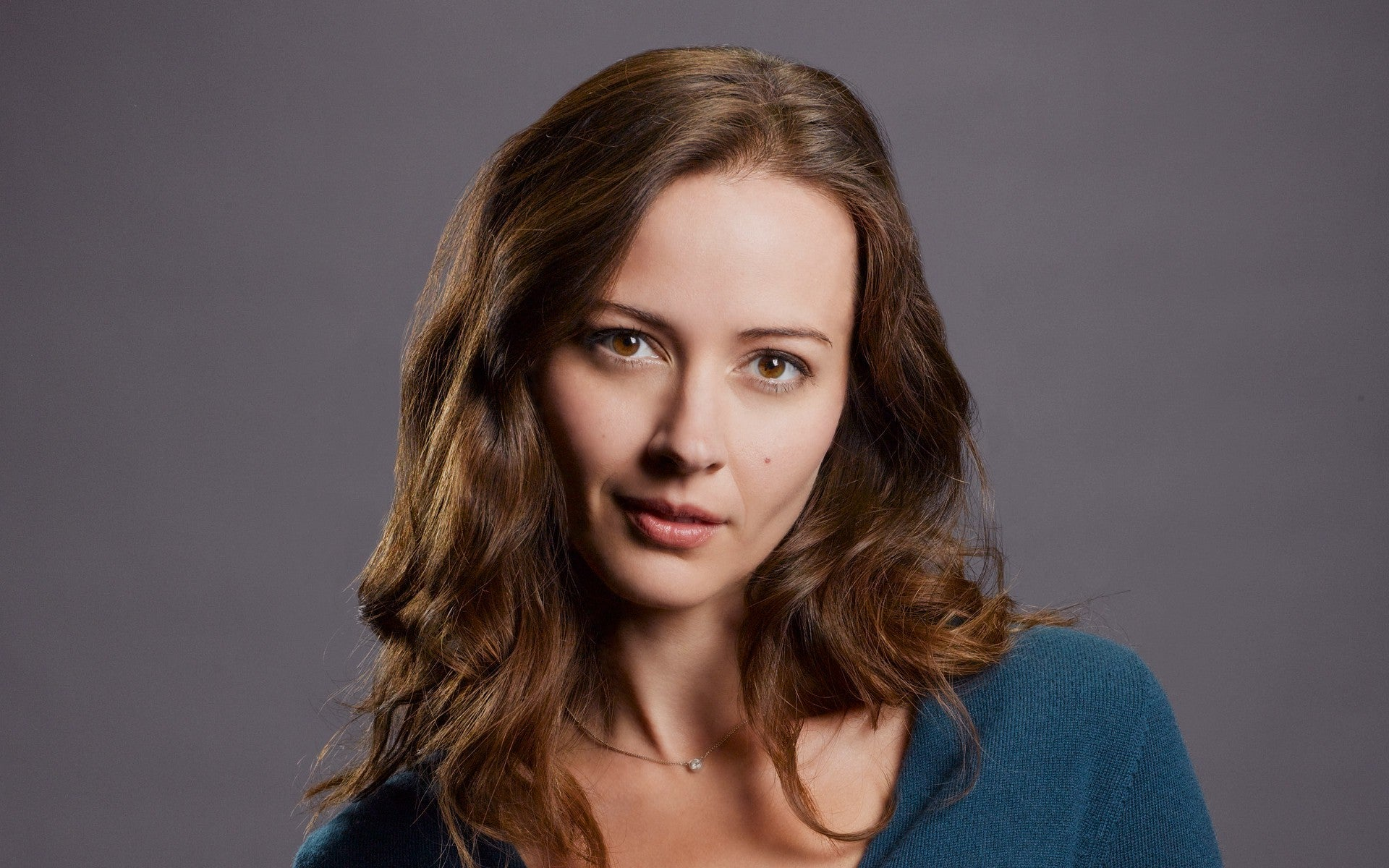Amy Acker Hot Pics amy acker joins marvel's agents of s.h.i.e.l.d. as the cellist