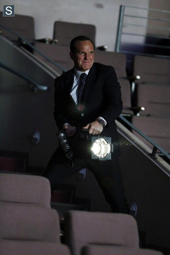 agents-of-shield-the-only-light-in-the-darknesslDaVx9p