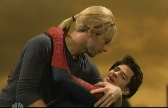 SNL: Andrew Garfield And Coldplay's Chris Martin Recreate Romantic Moment From Amazing Spider-Man 2